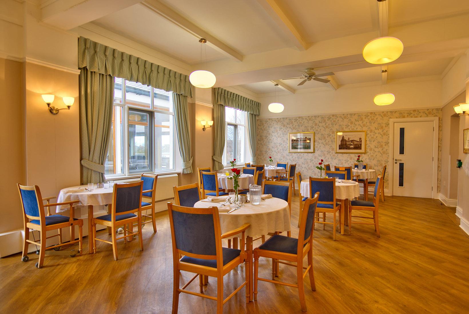 Abbeyfield Lear House dining-min