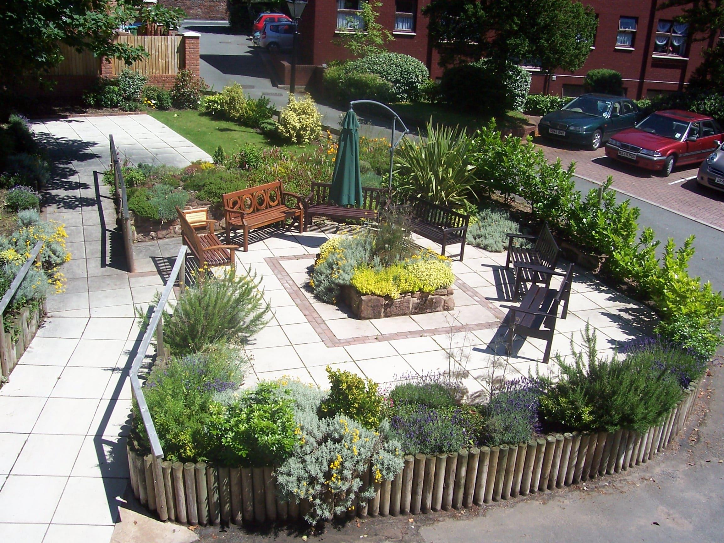 Lear House Sensory Garden-min